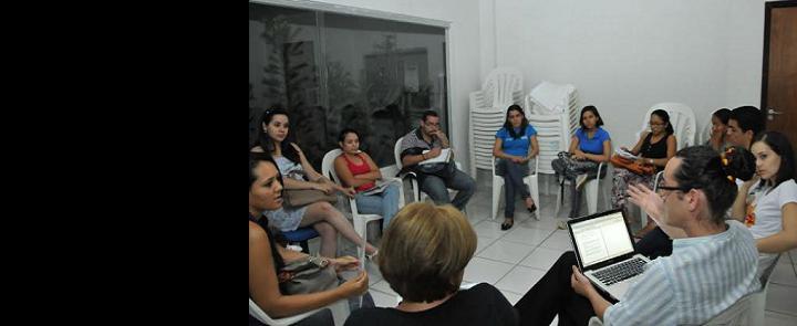 """<h2 class=""""slider-title""""><a><a href=""""/87069-programa-pet-saude-desafios-e-caminhos-para-a-integracao-das-politicas-publica"""">Programa PET-Saúde: desafios e caminhos para a integração das políticas pública</a></a></h2> <div class=""""slider-text"""">Por Walquerley Ribeiro O Programa de Educação pelo Trabalho para a Saúde - PETs, foi desenvolvido pelo Governo Federal, com o...</div>"""